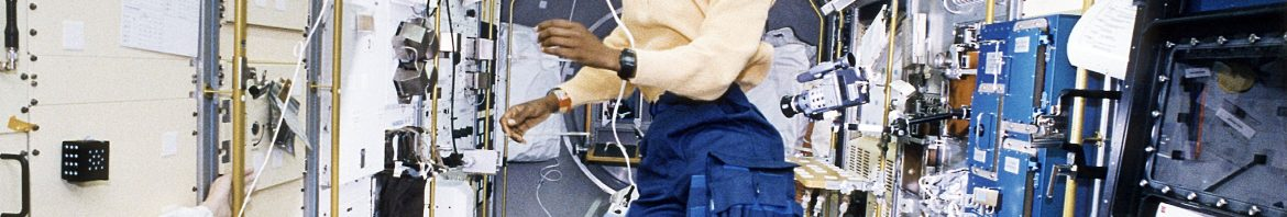 1992-10-22 / Astronaut Mae Jemison Working in Spacelab-J / NASA on The Commons / Domaine public