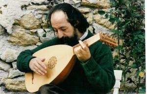 Eugène Ferré est l'un des piliers du développement de la pratique du luth en France. En plus de sa carrière de soliste, il est à l'origine des classes de luth du Conservatoire de Strasbourg et de Toulouse. Pendant des longues années il a également dirigé les classes de luth du CNSMD de Lyon et du Conservatoire Darius Milhaud d'Aix-en-Provence.