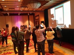 Scan collectif d'un QR Code aun sommet iPad en éducation 2014